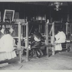 Filipinas weaving the native cloths jusi and pina