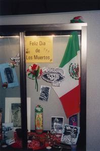Feliz Dia de los Muertos display 2000