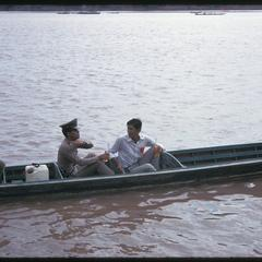 Boat races : policeman in pirogue