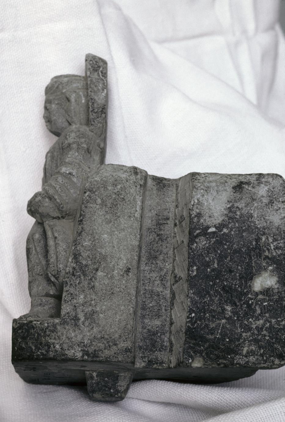 NG327, Bracket with a Standing Buddha (2 of 5)