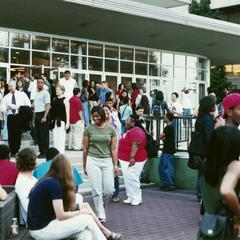 Crowd at academic/support resource fair during 2000 MCOR