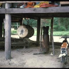Ban Pha Khao : drum under monks' quarters.