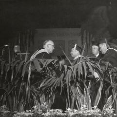 Ko-Kuei Chen receiving honorary degree