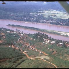 Huayxay : air views--town