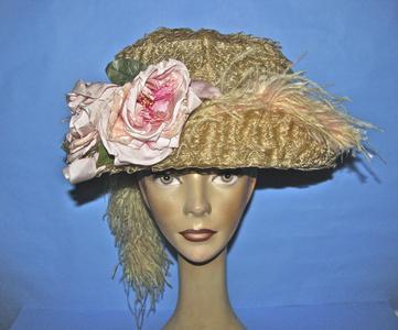 Ecru bucket-shaped hat