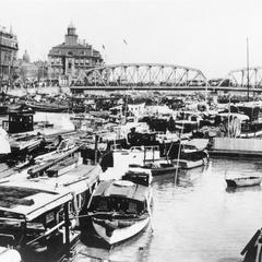 The Bund and the Garden Bridge over the Suzhou He 蘇州河 (Suzhou River) Shanghai 上海.