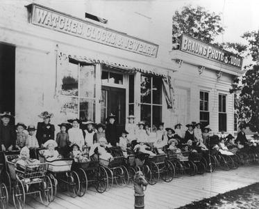 Babies and buggies of 1890