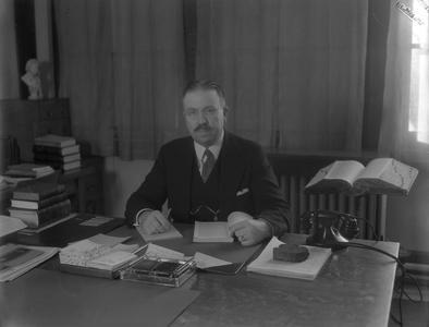 Forrest Polk at desk