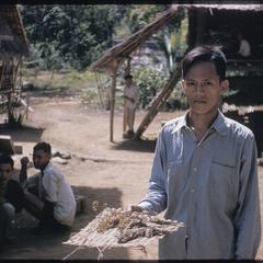 Phetsarath trip : man with dried herbs