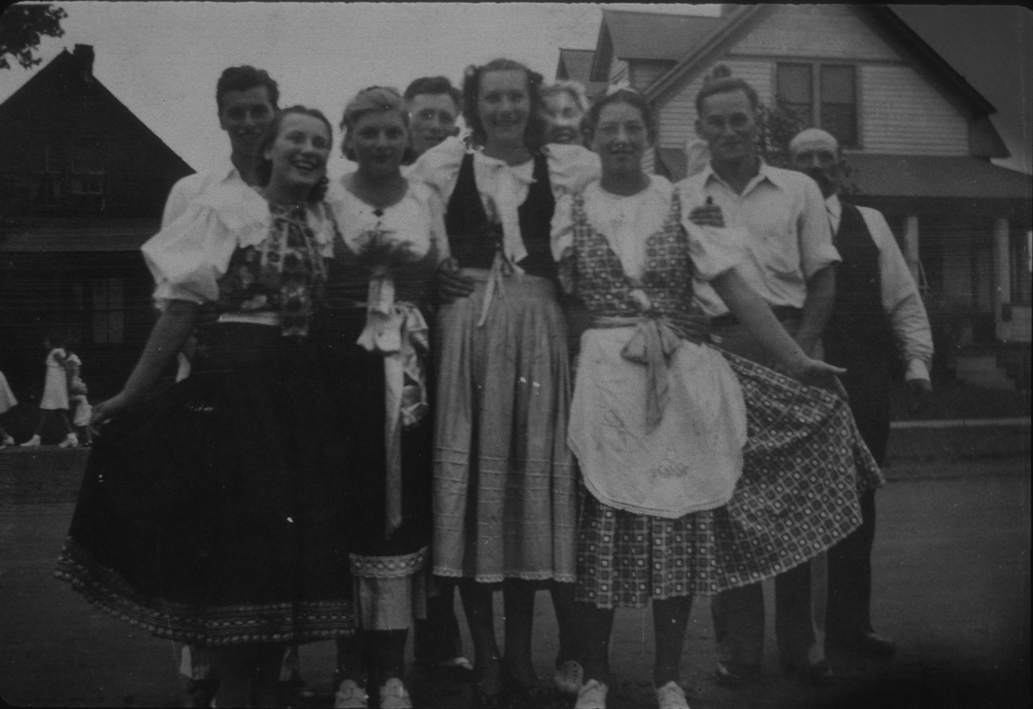 Moquah Slovak Dance Group