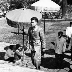 Prince Manivong arrives (by auto) at palace