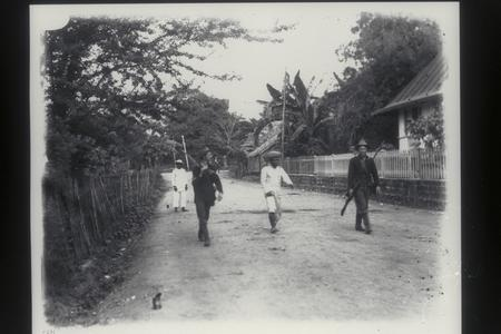 Bringing in a wounded insurgent, Santa Mesa, Manila, 1899