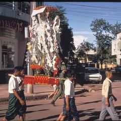 Vat Ong Tu : procession marking end of Buddhist Lent--money tree