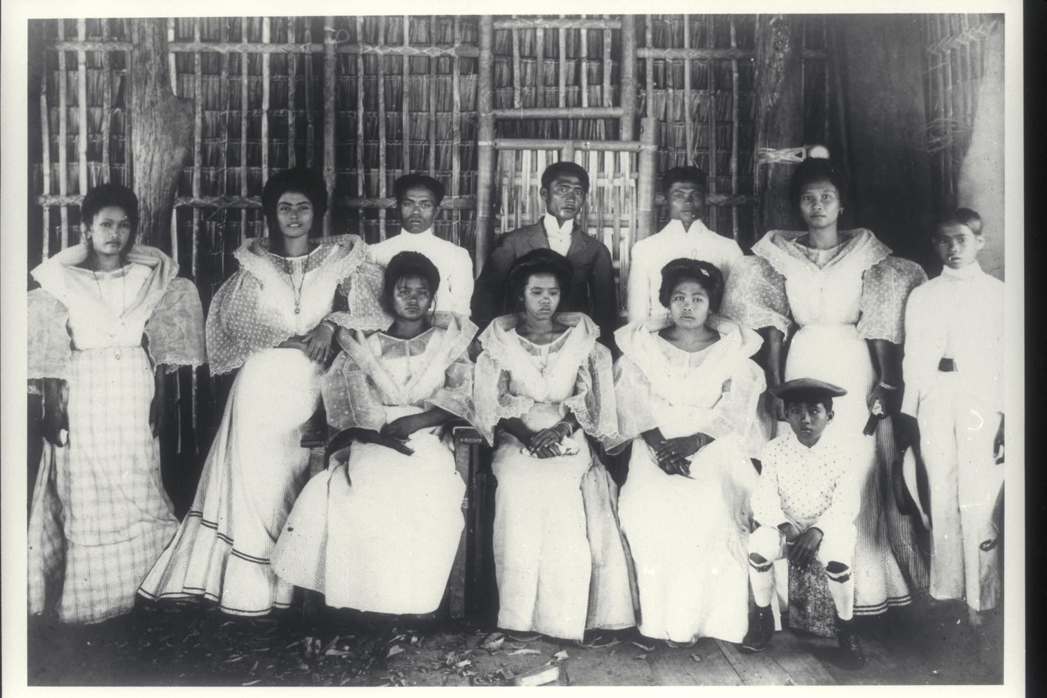 Group of Visayans, Iloilo, early 1900s