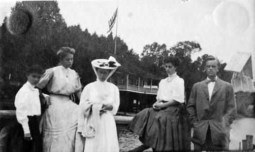 Marion (?), Marie Leopold, Clara Leopold, Dorothy Carson, Aldo Leopold