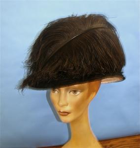 Black bucket-shaped hat