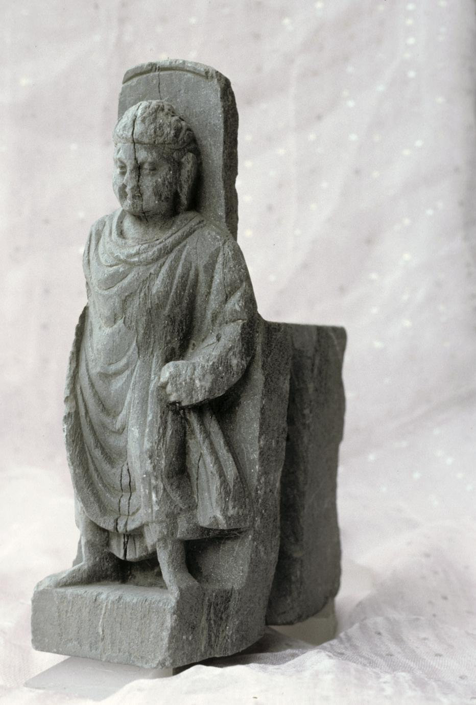 NG328, Bracket with a Standing Buddha (1 of 5)