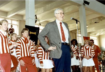 Irving Shain with UW cheerleaders