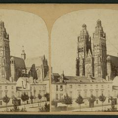 Tours : la Cathédrale ; les tours
