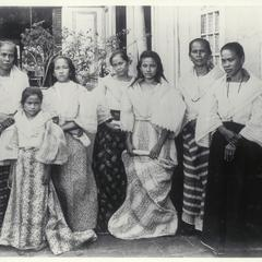 Group of Filipino women and girls, Laguna, early 1900s