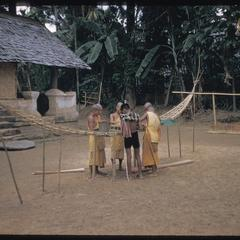 Nam Bak village : making pirogue frame