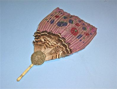 Fan with orchid dyed feathers