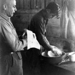 Aldo and Carl washing dishes