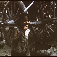 Ban Pha Khao : child carrying baskets