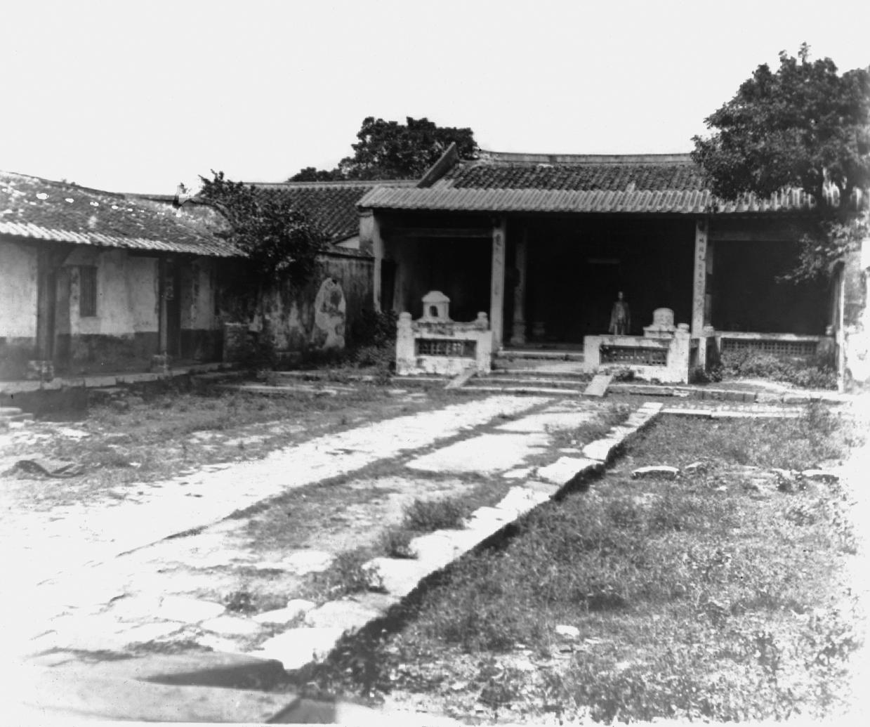 Yamen (Qing government) 衙門 official's headquarters.