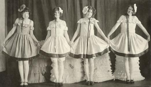 """Rip-Wrinkles of 1926, scene from act 2, """"The Models of 1866 and 1926"""""""