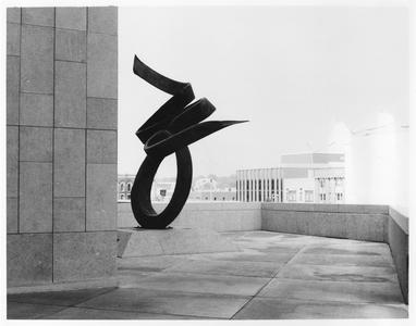 Parker Pen Building, Sculpture
