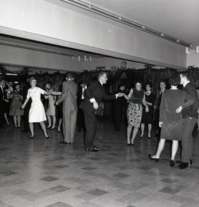 Students dancing at the Sno Ball