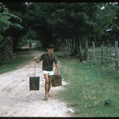 Ban Pha Khao : man carrying water