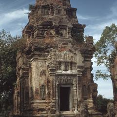 Prah Ko : tower and trident carving