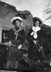 Two Bergere girls with guns