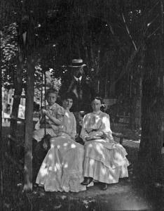 Carl Leopold, Sr., Clara Leopold, Frederic and unidentified woman