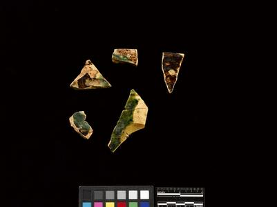 Saucer or plate fragments