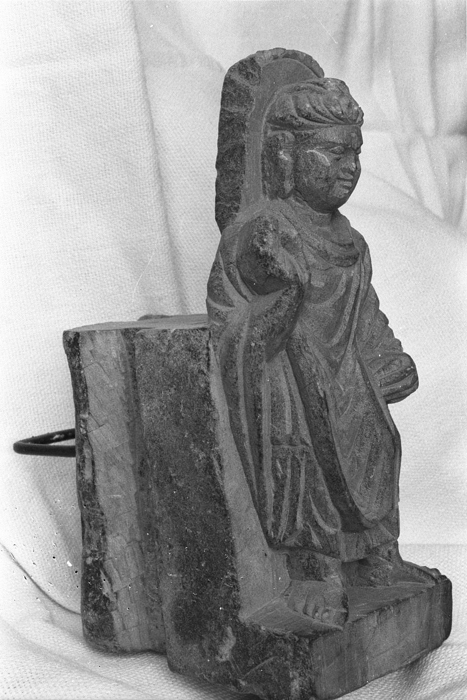 NG327, Bracket with a Standing Buddha (4 of 5)
