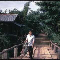 Tai Dam village : bridge entrance
