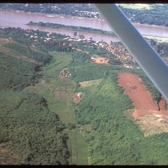 Huayxay : air views--cleared fields and Mekong River