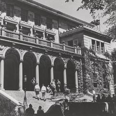 Students relaxing on Union steps