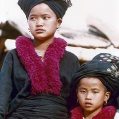 A Yao (Iu Mien) girl and her sister in Houa Khong Province