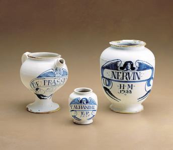 Syrup pot and apothecary pots