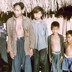 Yellow Lahu (Lahu Shi) family of six in Houa Khong Province