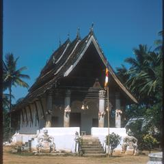 Vat Aham and stupas