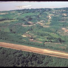 Huayxay : air views--landing strip