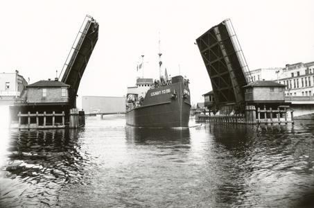 YO 196 passing through drawbridge