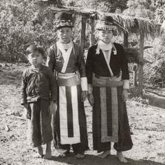 Two White Hmong women and children in Houa Khong Province