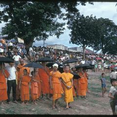 Boat races : monks as spectators