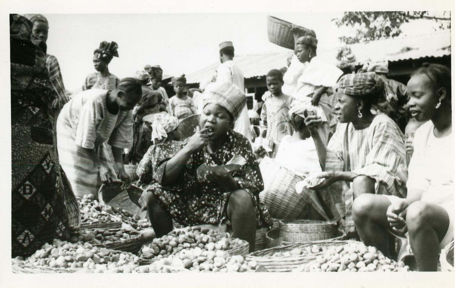 Women eating in kola section